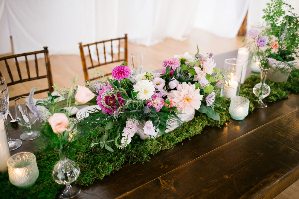 pine_state_flowers_sweetheart_table