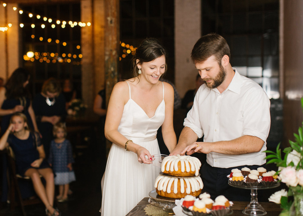 nothing_bundt_cakes_wedding