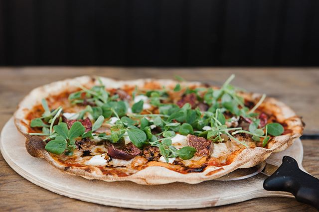 {NEW} Honey roasted fig, goats curd, shallots and walnuts. Now this is one you simply HAVE to try! #nomnomnom . . #pizza #fortheloveofpizza #nomnomnom #fig #oneofyourfiveaday