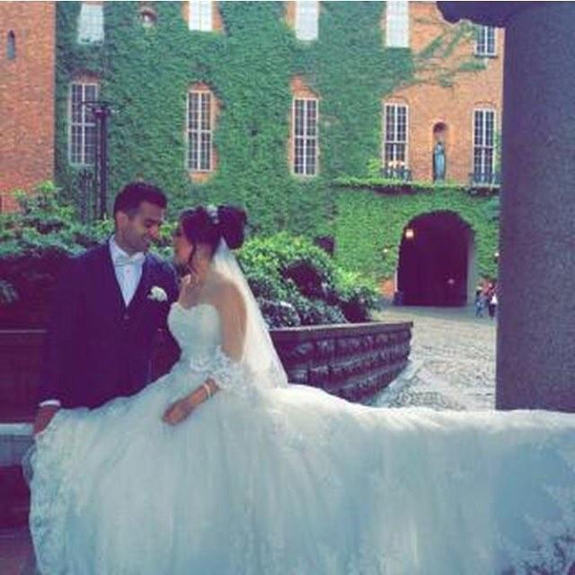 Grattis till vårt vackra brudpar med en skapelse från #morilee @raziiiii 💕👌✨Alla lyckönskningar från oss!  #brud2016 #bröllop #wedding #stockholm #white #beautiful