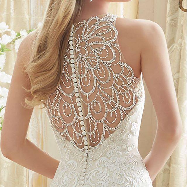 Snart i butik! Vi längtar så att få klä 2017s brudar i denna pärla. #morilee #morileebridal #bröllopsthlm #stockholmsbrud #wedding #bling #hollywoodglamour #weddingplanning #bröllopsbutik #bröllopsbutiksthlm