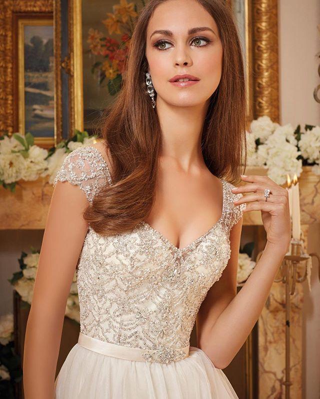 Nyhet, snart i butik! #bröllop #bröllopskällan #morileebride #getmarried #weddingplanning #bröllopsthlm #bröllopsbutik #white #silver #sthlm #hornstull
