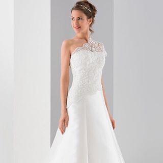 Nytt från vårt franska märke #trend2017 #bröllop #wedding #ivory #lace #mecado #brudbutik #bröllopsbutik #brudklänning #sockholm #hornstull