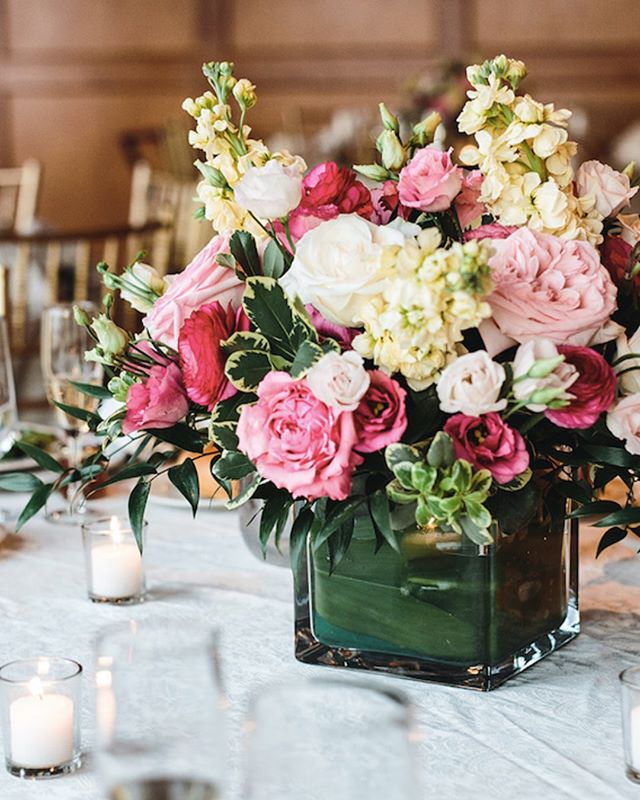 high tea florals fit for a queen 👑 {pic by @emilykirkephotography}