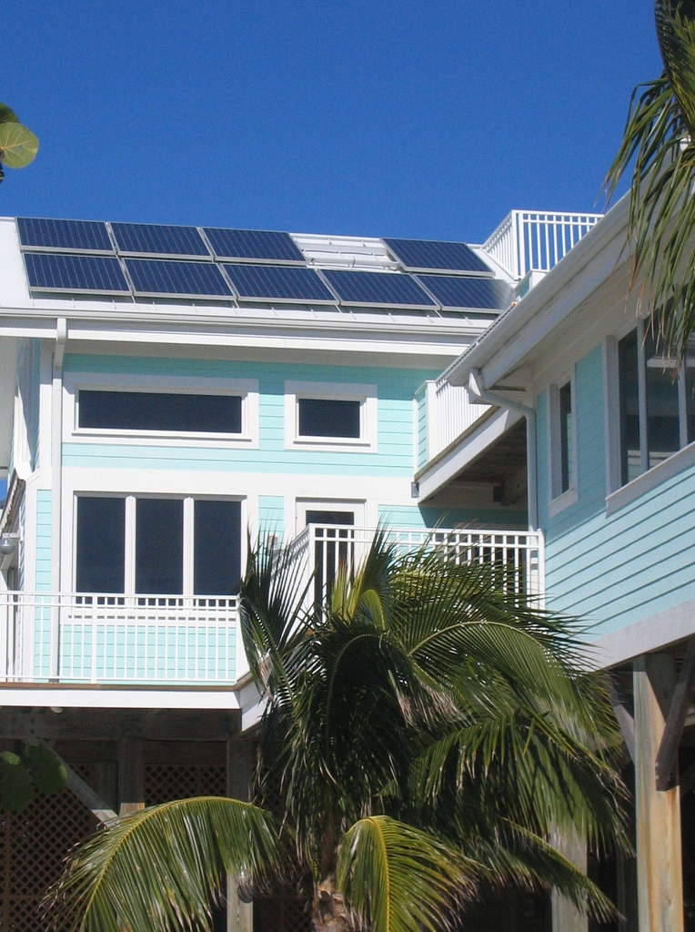Rooftop solar in San Marco Island, Florida. Image: Tai Viinikka