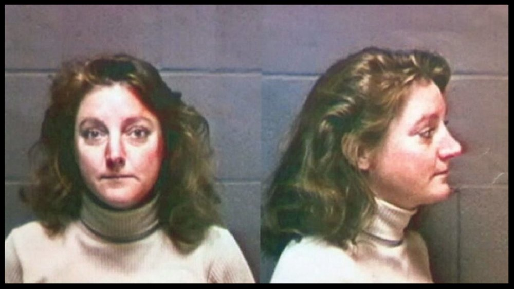 Fugitive Jean Keating is in a 1997 arrest photo handed out by Oregon State Police.The U.S. woman, who is accused of causing a fatal car crash 15 years ago, allegedly fled to Canada with her two children and lived incognito in Minnedosa, Man., until her arrest last week.   (THE CANADIAN PRESS)