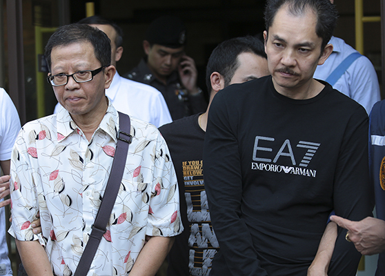 Khamla Wong (right)