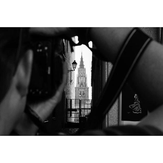 Toledo, Spain 🇪🇸. . . . . #toledo #streetphotos #street_persons #bnw_life #streetphotographer #blacknwhite #blackandwhite #street_photo_club #lensculture #everybodystreet #ic_bw #bnw_magazine #streetphotographers #magnumphotos #bnw_captures #streetbw #bwoftheday #bw_photooftheday #photooftheday #bnw_life #bnw_lombardia #bnwsouls #everybodystreet #vsco #vscocam #bnw_society #streetlife_award #streetphotography_bw #streetphoto_bw #streetbw