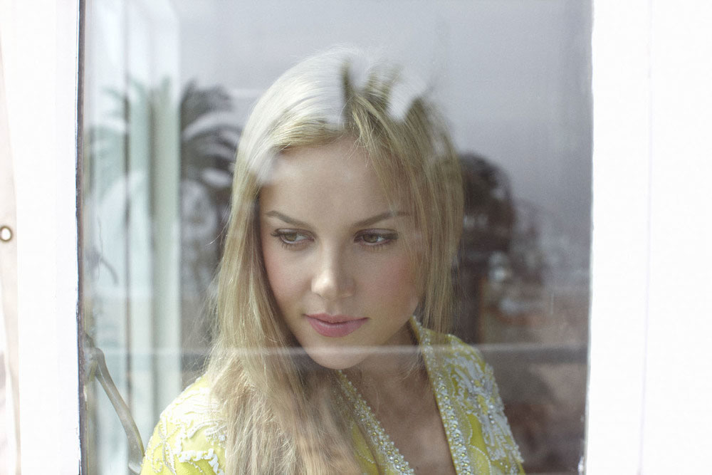 Abbie Cornish_max doyle_1.jpg