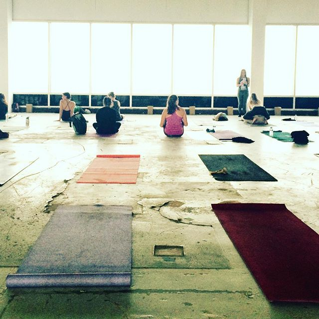 Who's meeting us on the mat tonight at the 19th Floor Yoga and Wine event?! I'd love to see you OM'ies up there.. Especially since this is the last event I'll be attending before my cross country move to Greenville, SC ☹️☹️ Everyone deserves a place that Feels Like Om!! Event starts at 6pm #feelslikeom #yeahTHATgreenville