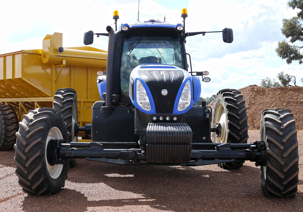 New Holland T8 with custom built 4m axle for Controlled Traffic Farming