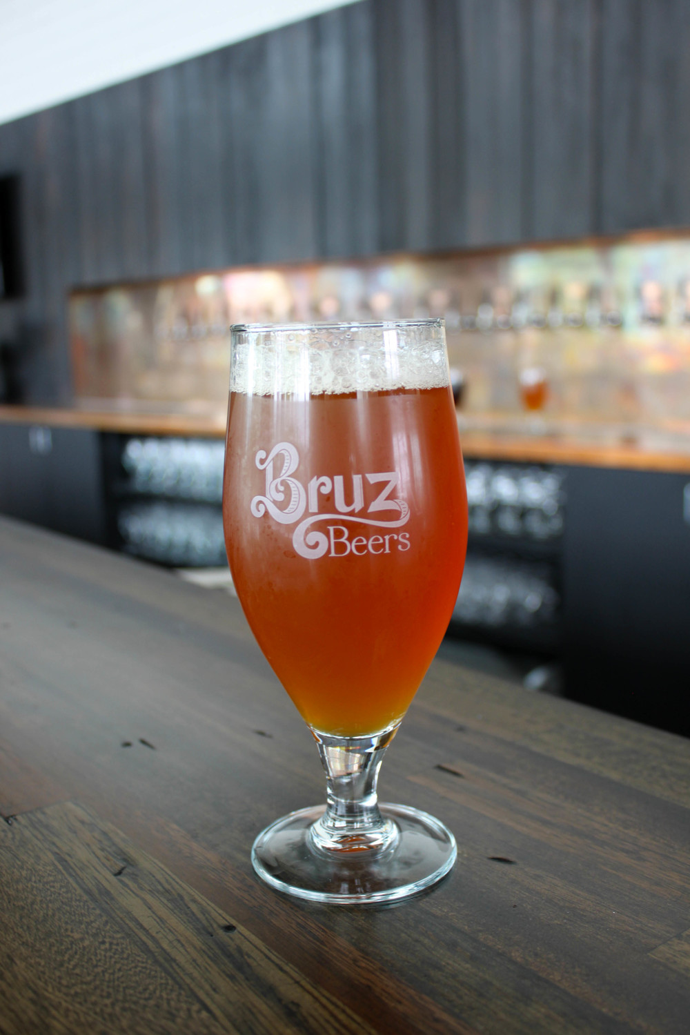 Styl Photo Bruz #9: Bruz Farmstead Wheat IPA Is Medium Amber And A Little Hazy. It Uses Pale  Ale Malt, Dark Wheat Malt And Honey Malt To Give The Beer A Soft Mouthfeel  And ...