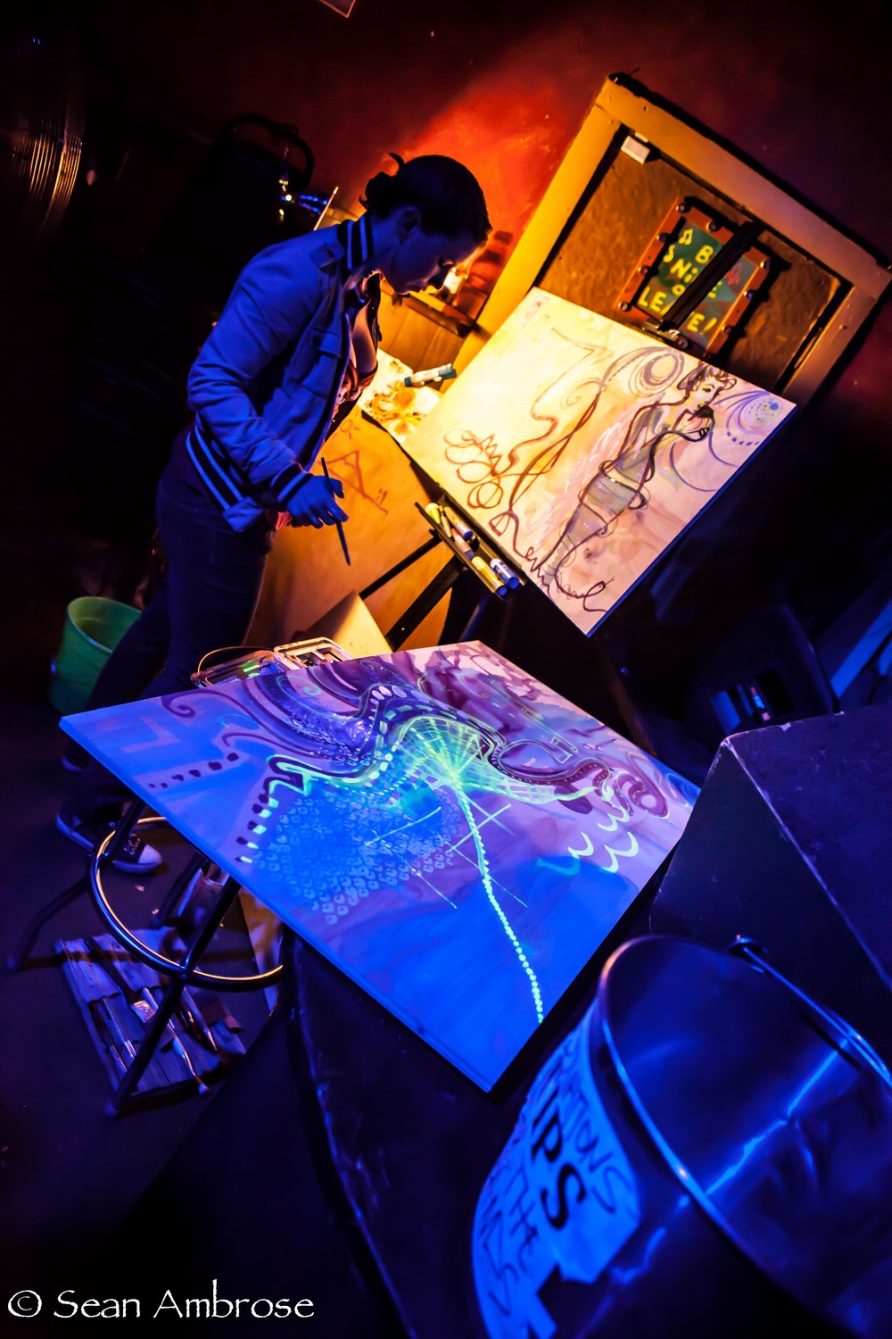 Monica Kelly live painting at LIVE JUJU