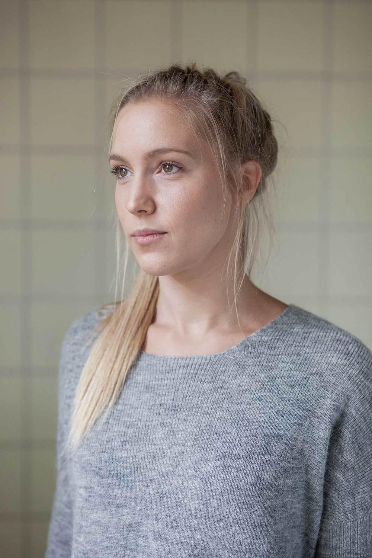 Mia Cortes Projektleder - Ansvarlig for social profil Konfliktvejleder Cand.mag. i Engelsk og Minoritetsstudier mia@hoert.dk