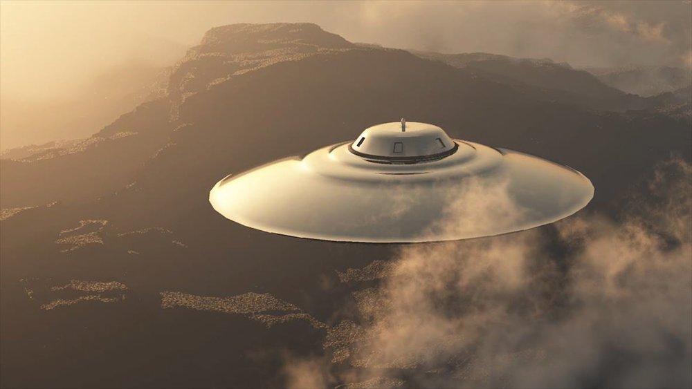 Họ nhìn thấy những vật thể hình elip xuất hiện mập mờ trong làn sương dày đặc...
