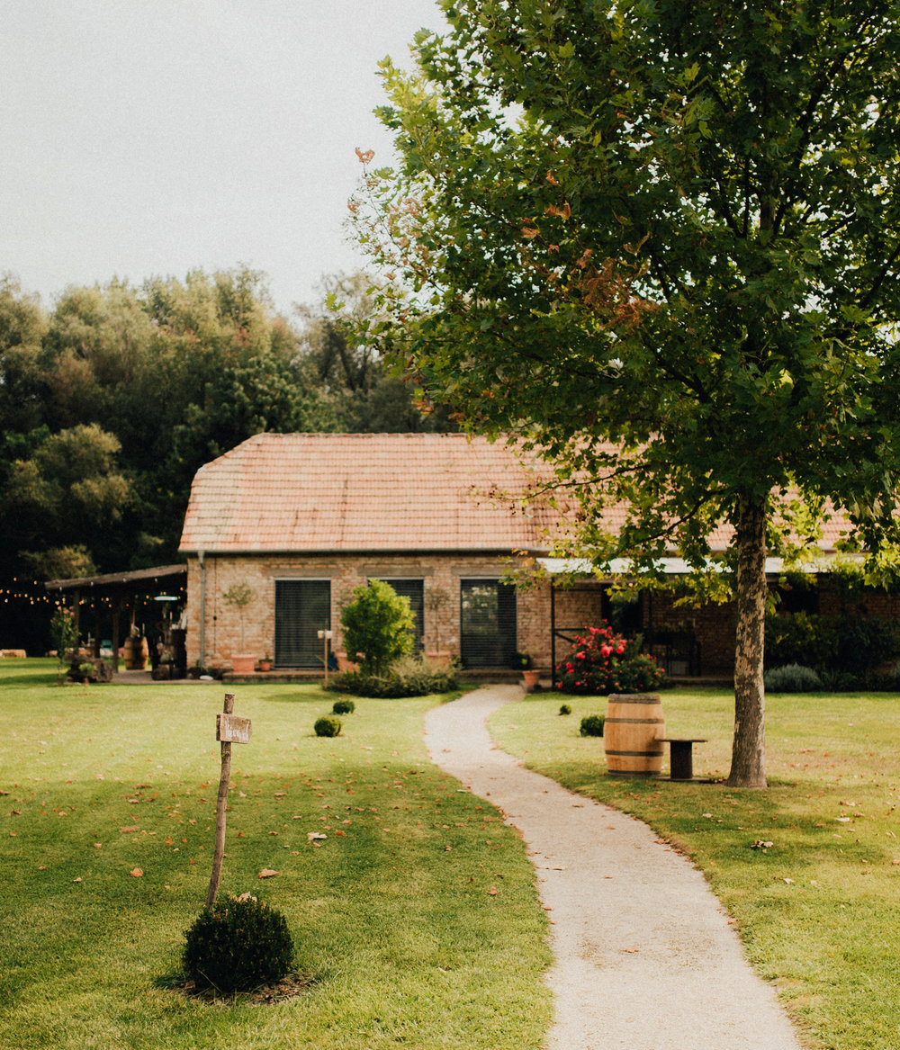 1 rustic summer barn wedding 019.jpg