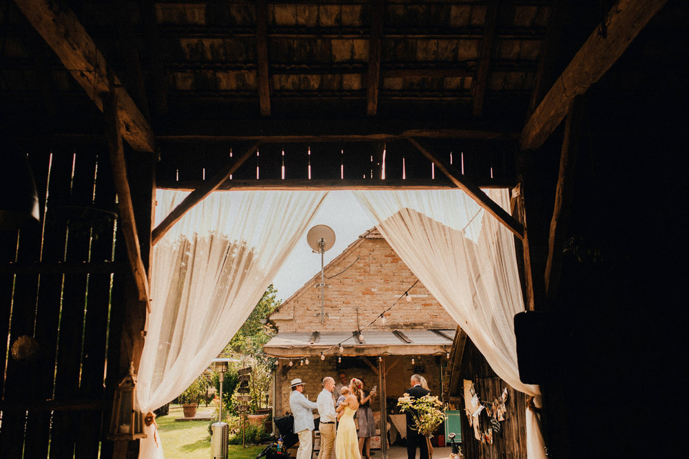 1 rustic summer barn wedding 038.jpg