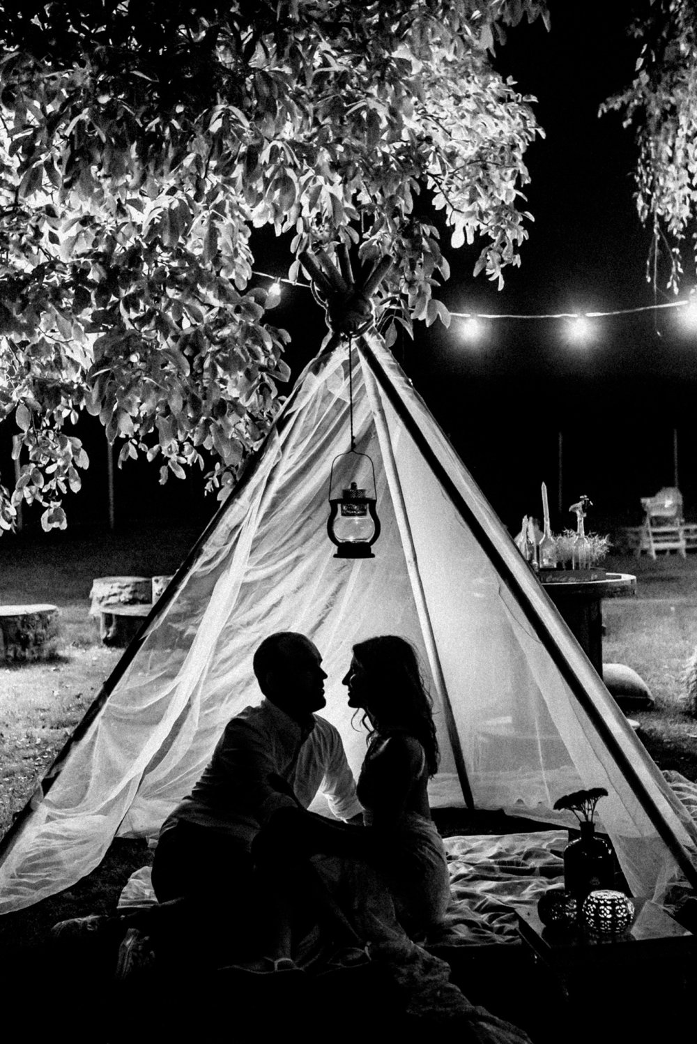 3 rustic summer wedding teepee 002.jpg
