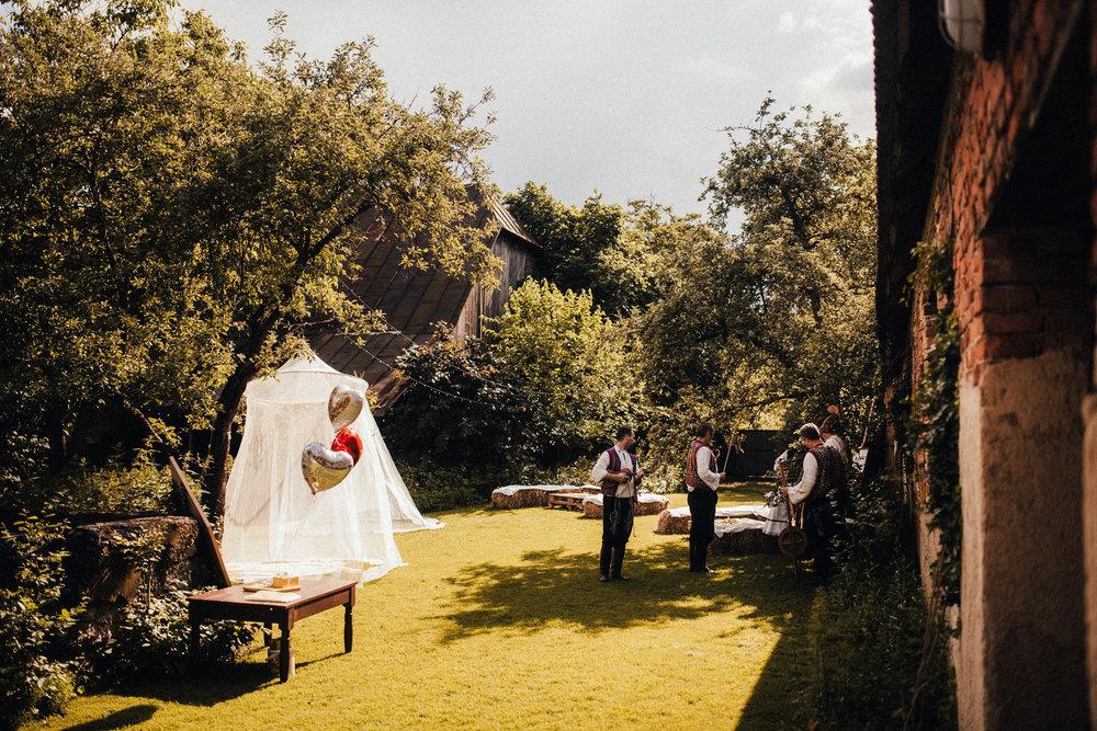 k&p relaxed hipster barn wedding 085.jpg