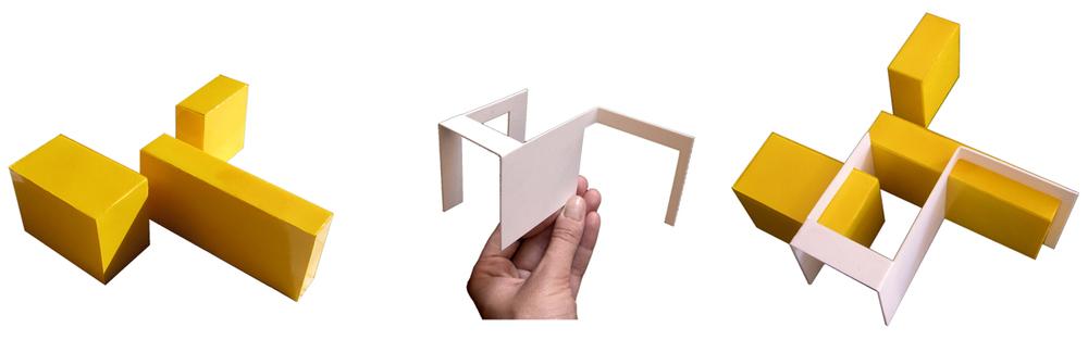 Il plastico degli elementi del progetto, i blocchi di arredo in legno e la parete in metallo sui cui è basato l'intervento.