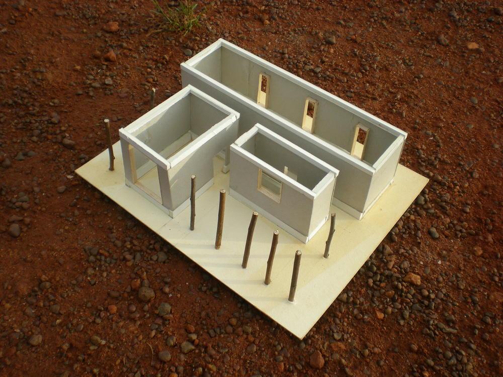 Plastico di studio della casa, con i tre volumi funzionali e il portico antistante.