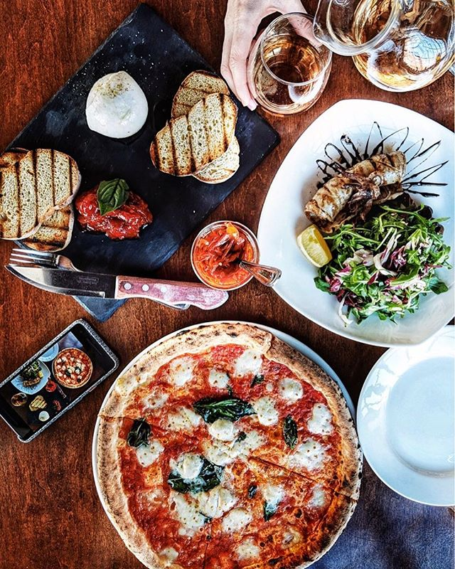Is there anything better than pizza with burrata, a side of grilled calamari and rosé ? If you add good company and real life talk then you have a perfect day :) • Taking photos of food gives me so much happiness. Editing as well, and since I've had my @Google Pixel 2, working on edits has been a breeze 🙌 The colours are so vibrant that minimal tweaks are necessary + the camera picks the perfect amount of light. Stay tuned for a Google Pixel 2 giveaway coming soon! @madebygoogle #teampixel #ad