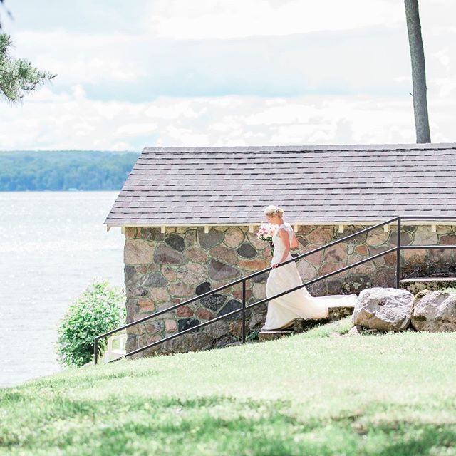 historic stone #boathouse on #sugarlake is fabulous backdrop for #lakewedding pic at #sugarcrest