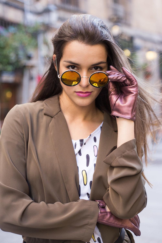 Vestido: GUIEM  Camisa Olivo: Vintage  Guantes: Bimba y Lola  Botas: &OtherStories  Cartera: Stradivarius  Fotografía:  Agustin Fallas   {permalink}  Les invito a seguirme en Snapchat como @jessijessij así me acompañan y juntos conocemos más de Madrid.¡Un abrazo enorme! <3  Jessi