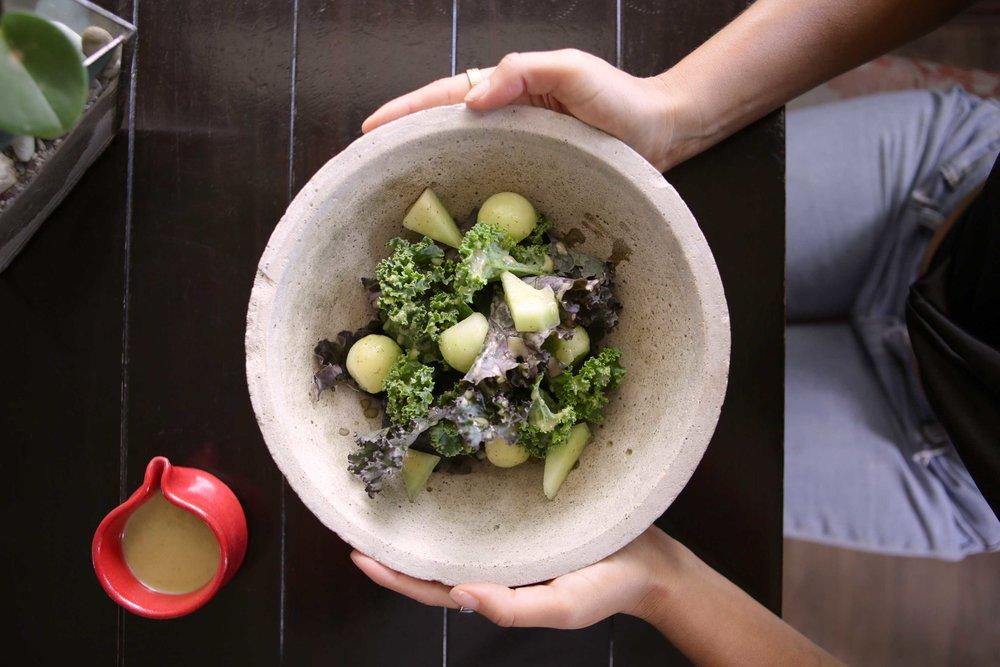 Ensalada del día: Kale, Melón verde, vinagreta de laurel.