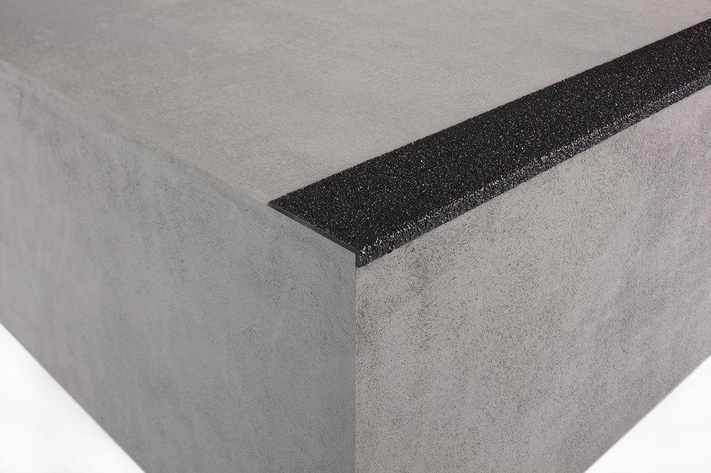 gkr030_fibreglass_anti-slip_stair_nosing.jpg