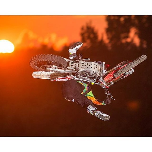 @tomparsons930 sick shot by @tedescophoto 📷 #whip #mx #fmx #freestyle #moto #ride #race @aliasmx @ride100percent @evssports @hltnco @mrm_usa