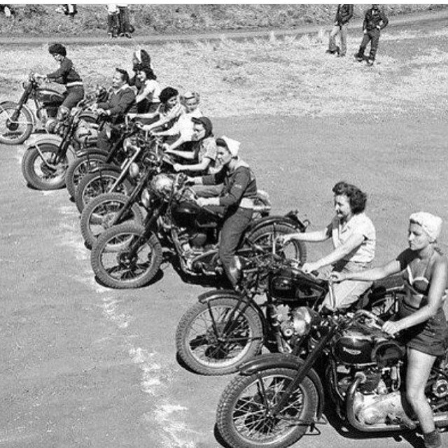 Everybody rides #womenriders #motorcycle #startline #moto #race #ride @tldlaguna @fasthouse_ @dg533 @vintageracing_