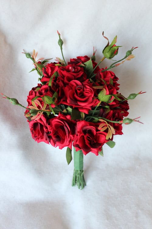 Ordering custom wedding flowers on a short timeline silk wedding if you are feeling the time crunch and think custom silk wedding flowers might be the solution contact me today to get the conversation started mightylinksfo