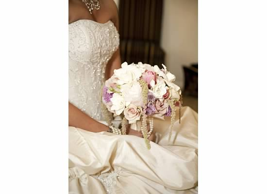 Minneapolis_bridal_bouquet_recreation.jpg