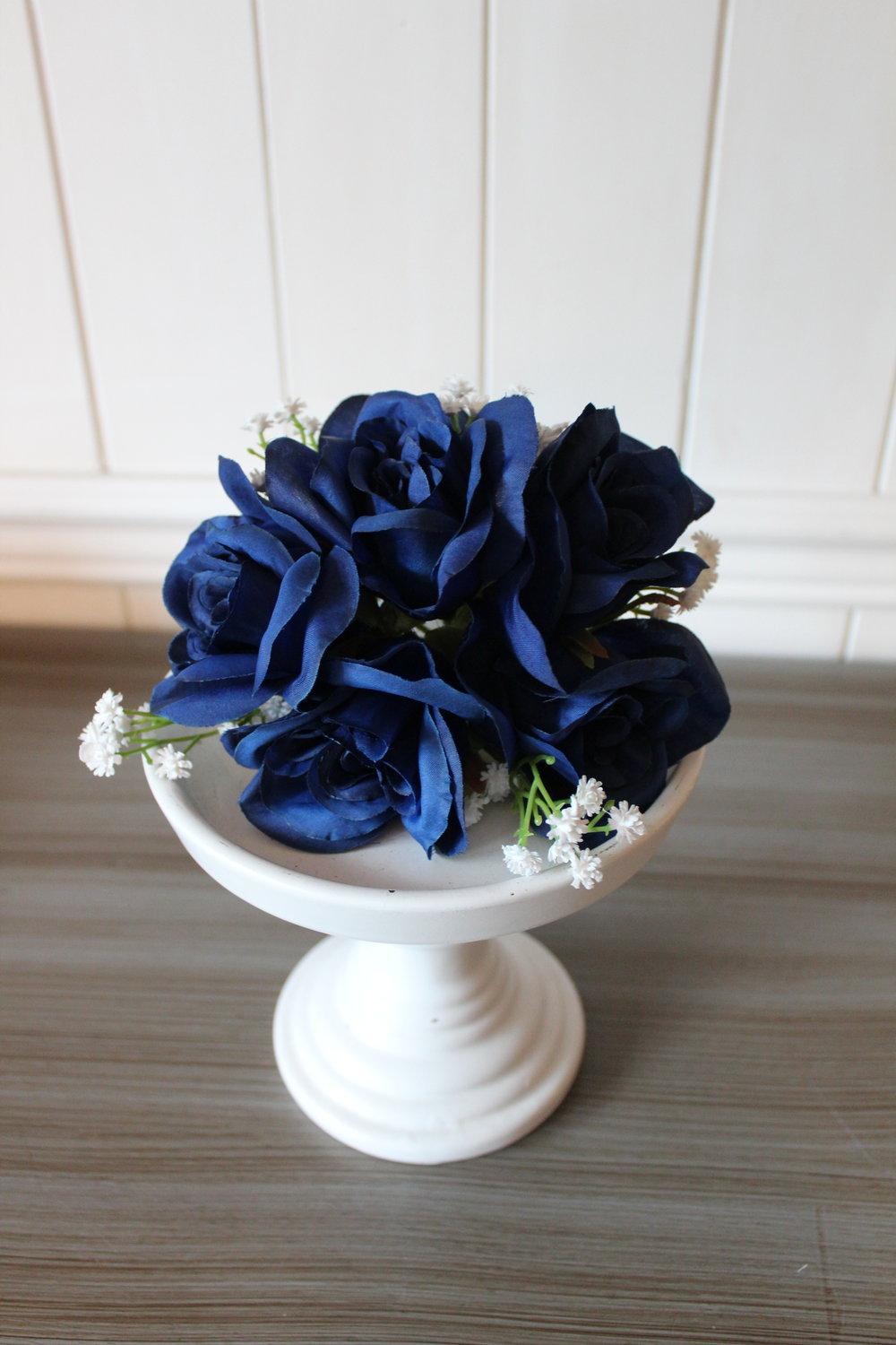 Cake topper: blue roses, baby's breath