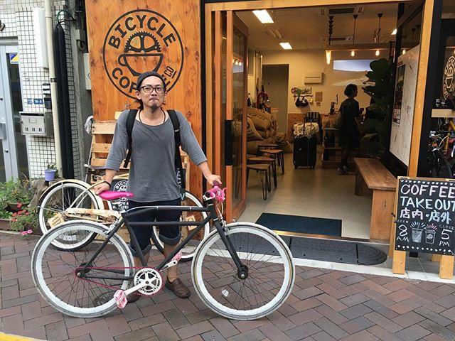 BICYCLE COFFEE GRANOLAでおなじみ、 @depart.granola  のスタッフさんがドリップ講習の為ご来店。 安全運転でお帰り下さ〜い! #bicyclecoffeetokyo #bicyclecoffee #depart #デパール #虎ノ門 #表参道 #coffee #コーヒー