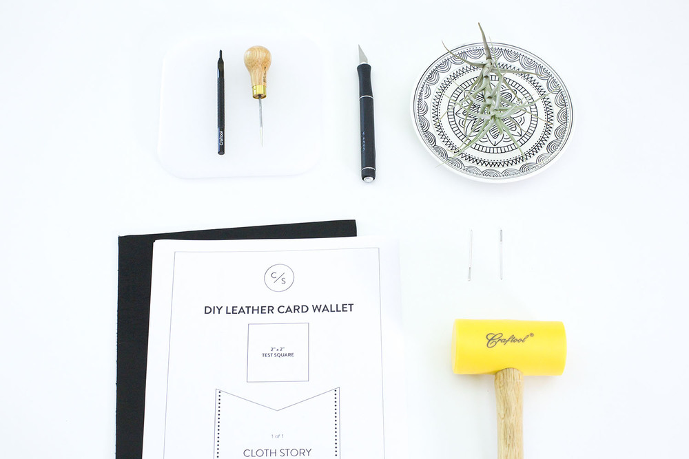 DIY leather card wallet with a free printable pattern - clothstory.com