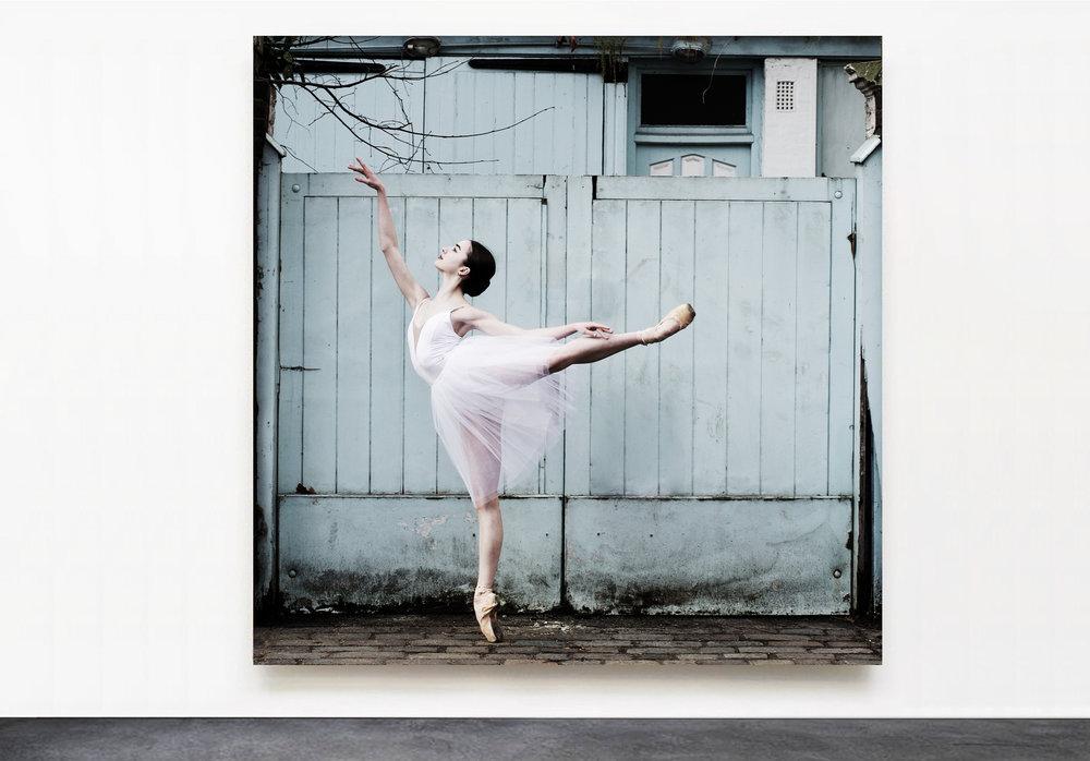 PANTUSO_PHOTOGRAPHY_VIOLA_BLUE_DOOR_LONDON.jpg
