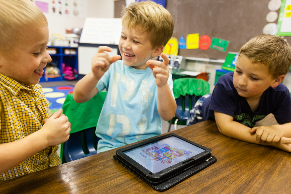 In Melissa Hill¹s class at Knight Enloe Elementary School in Roanoke, Alabama, kindergarteners were issued MIT-programmed tablets without any instructions. Credit: Andy Isaacson