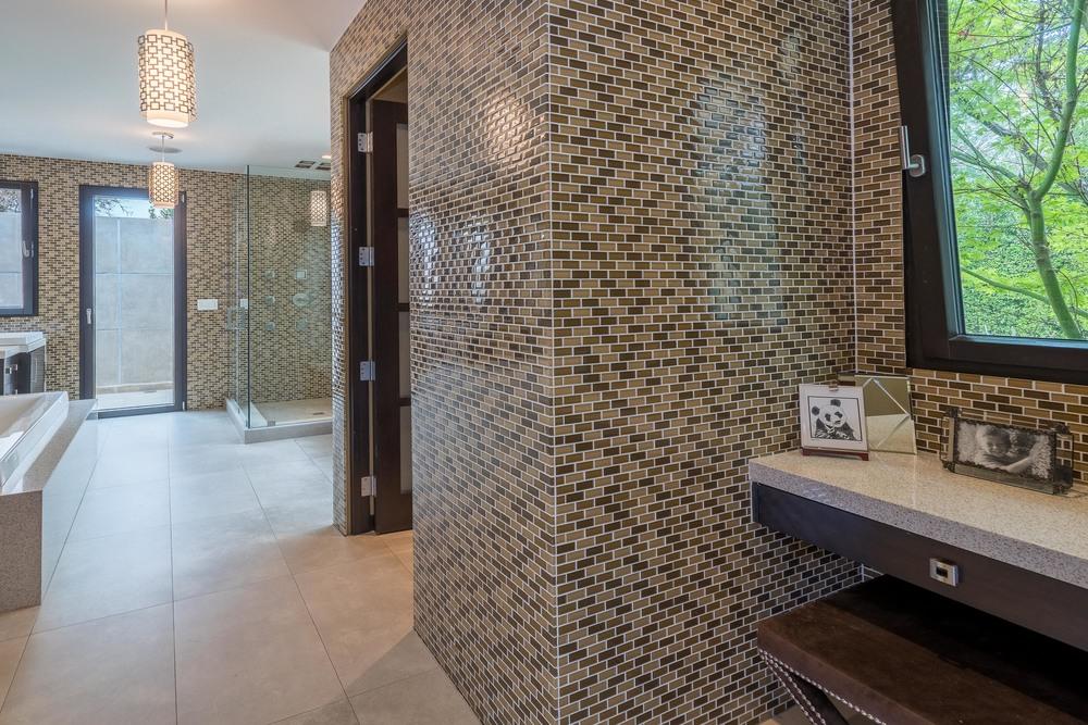 29 Master Bath-Vanity.jpg