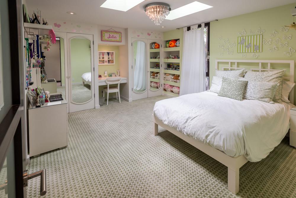 37 Bedroom2.jpg