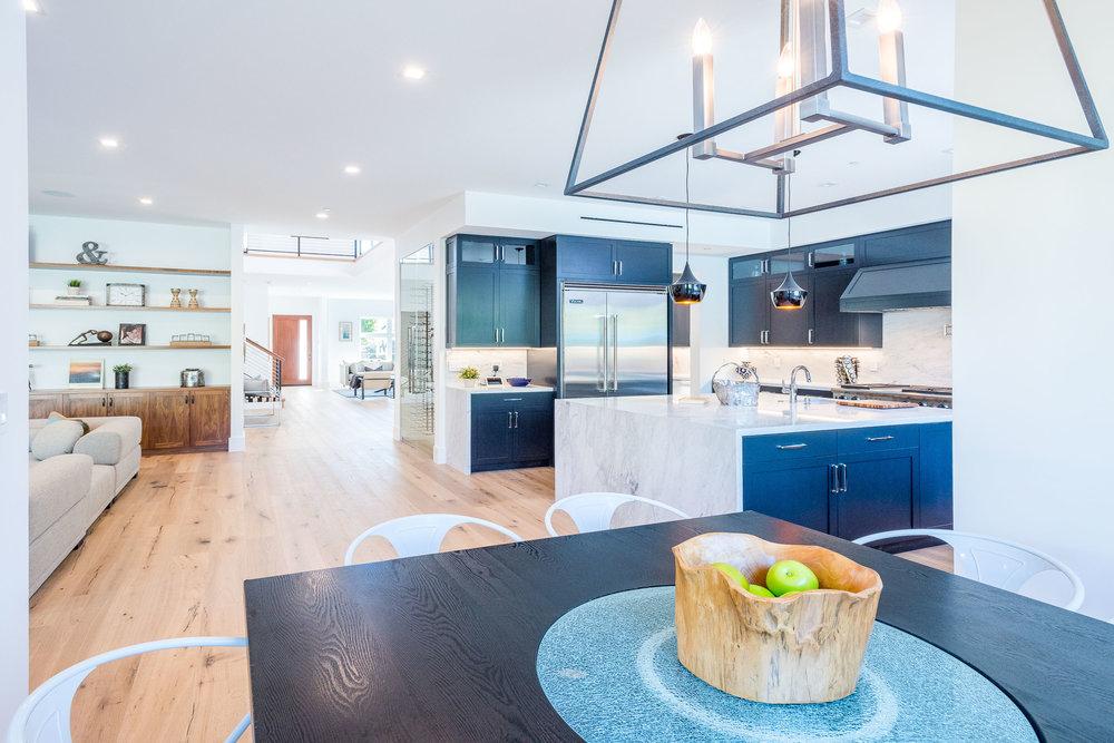 18 Breakfast Area-Kitchen.jpg