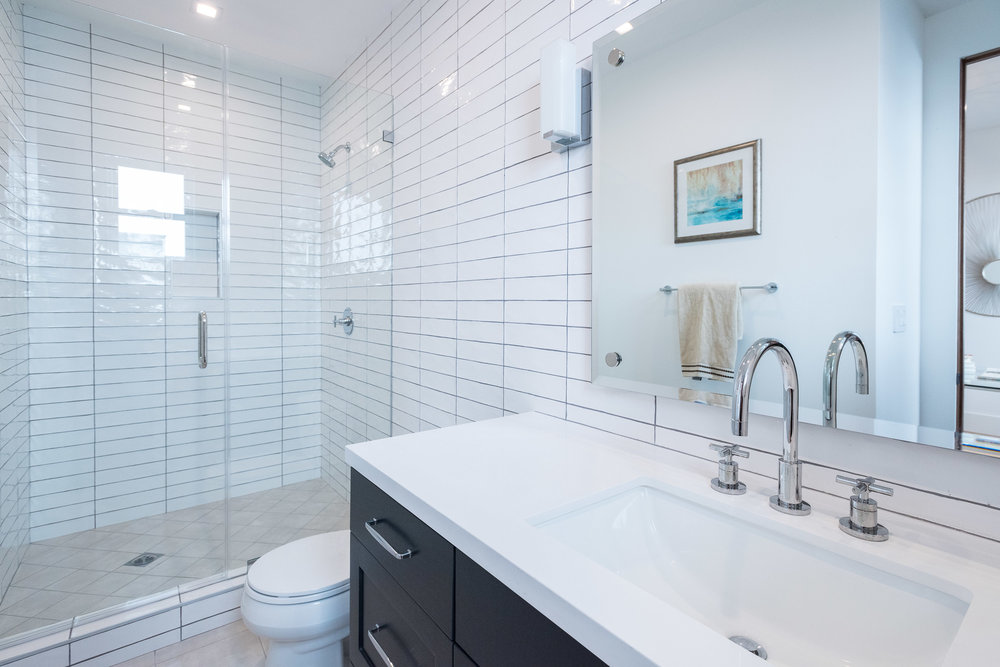 29 Downstairs Bedroom Bath.jpg