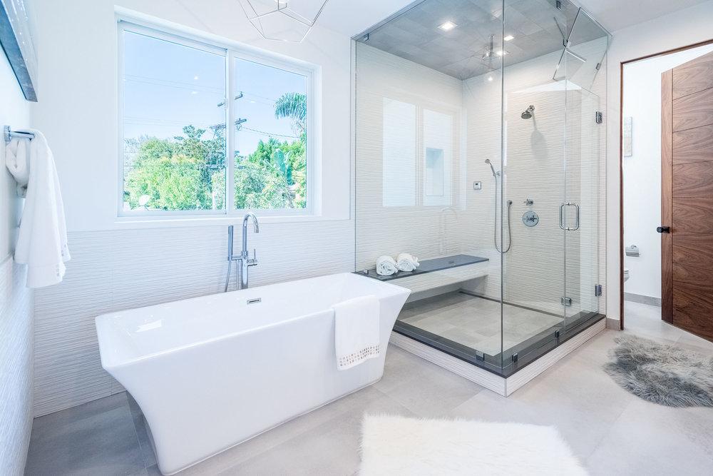 39 Master Bath.jpg