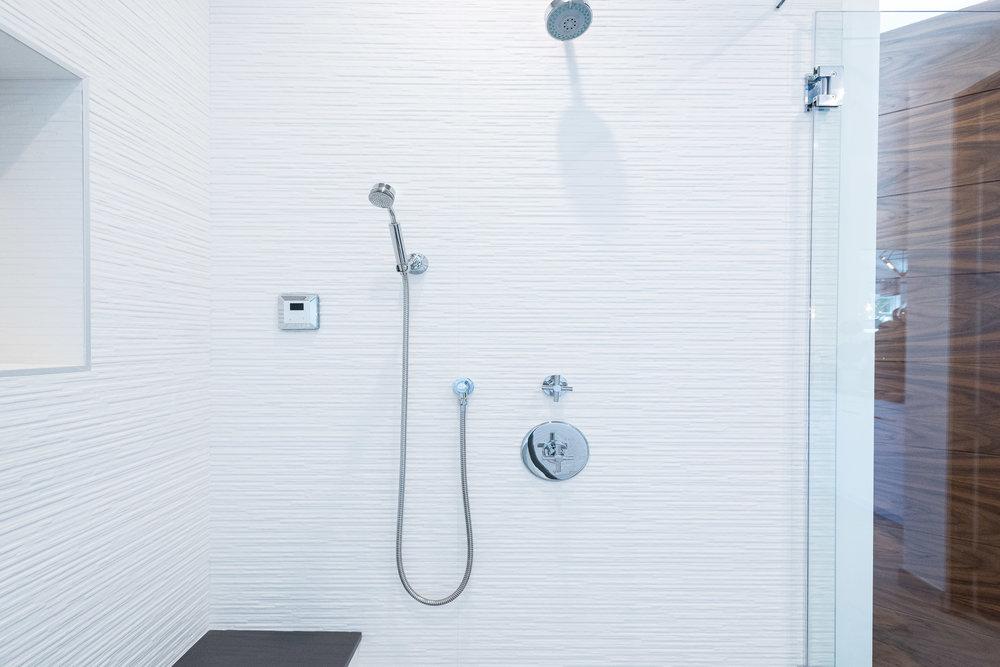 40 Master Bath.jpg