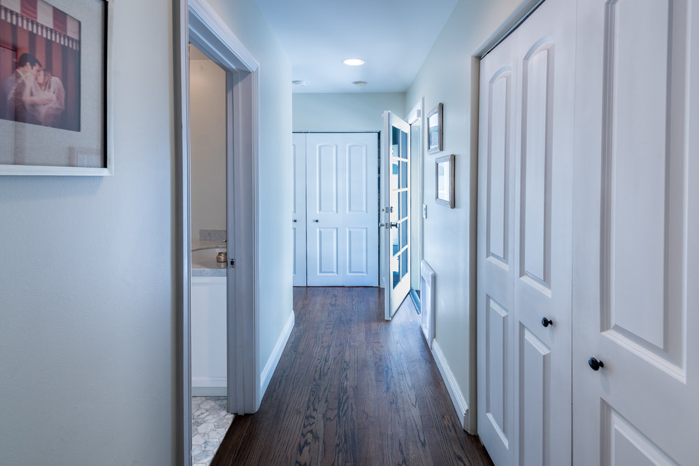 18 Hallway.jpg