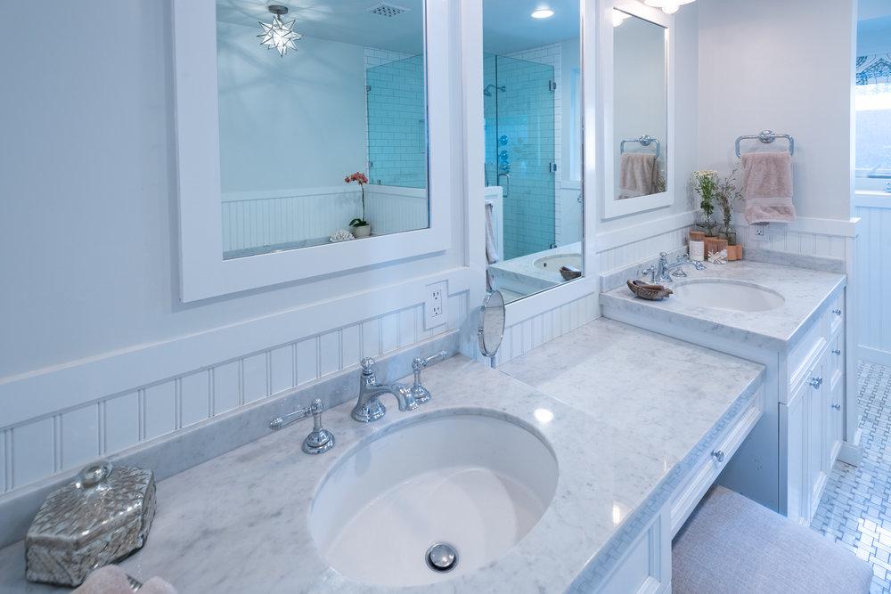 22 Master Bath.jpg