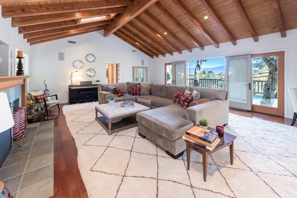 26 Living Room.jpg