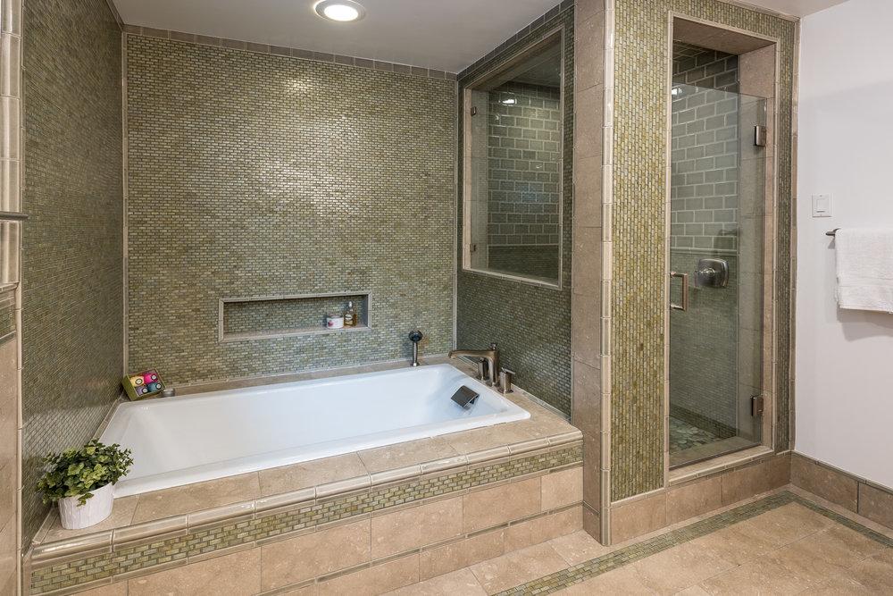 33 Master Bath.jpg
