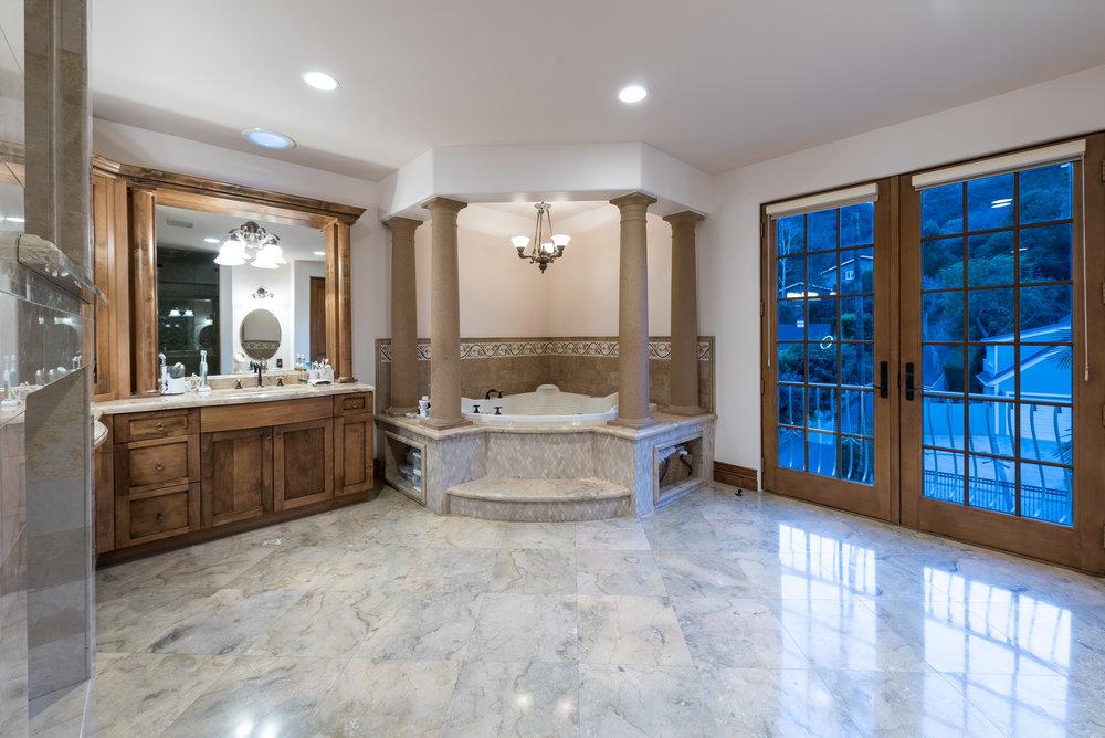 48 Master Bath.jpg
